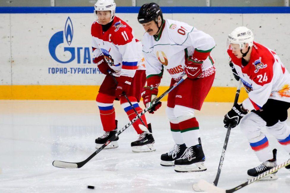 Alexander Lukashenko (C) and Vladimir Putin (L) in a friendly ice hockey match in Sochi, Russia