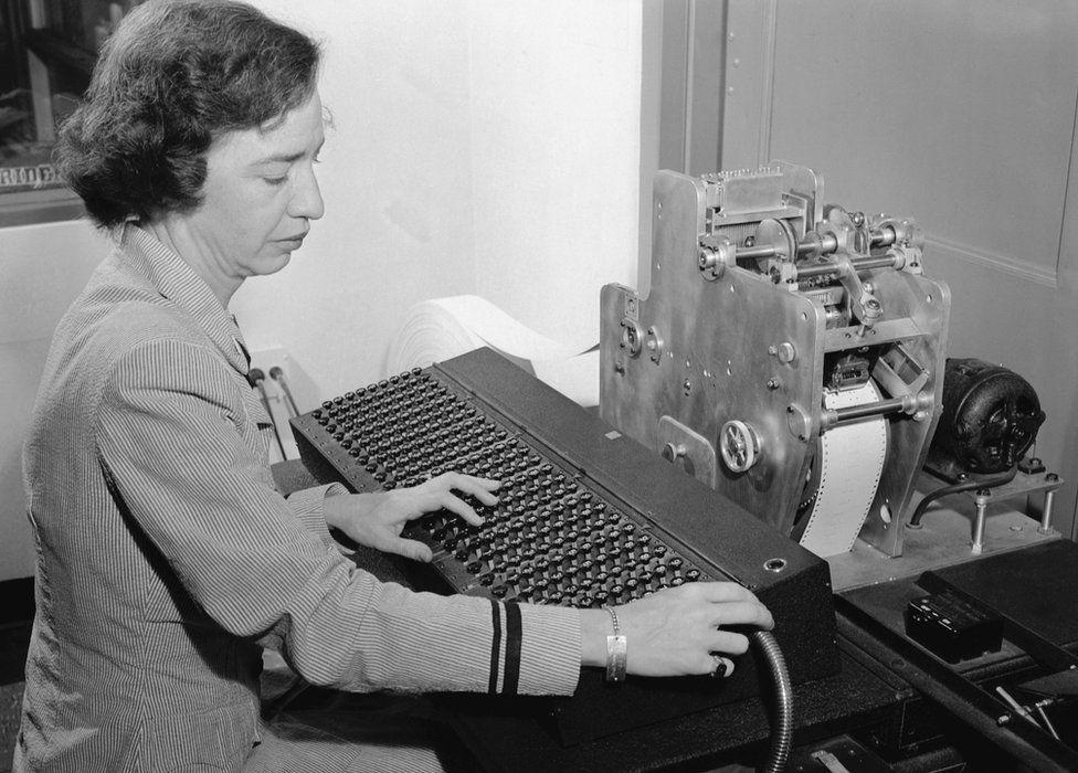 Grace Hopper's compiler: Computing's hidden hero - BBC News
