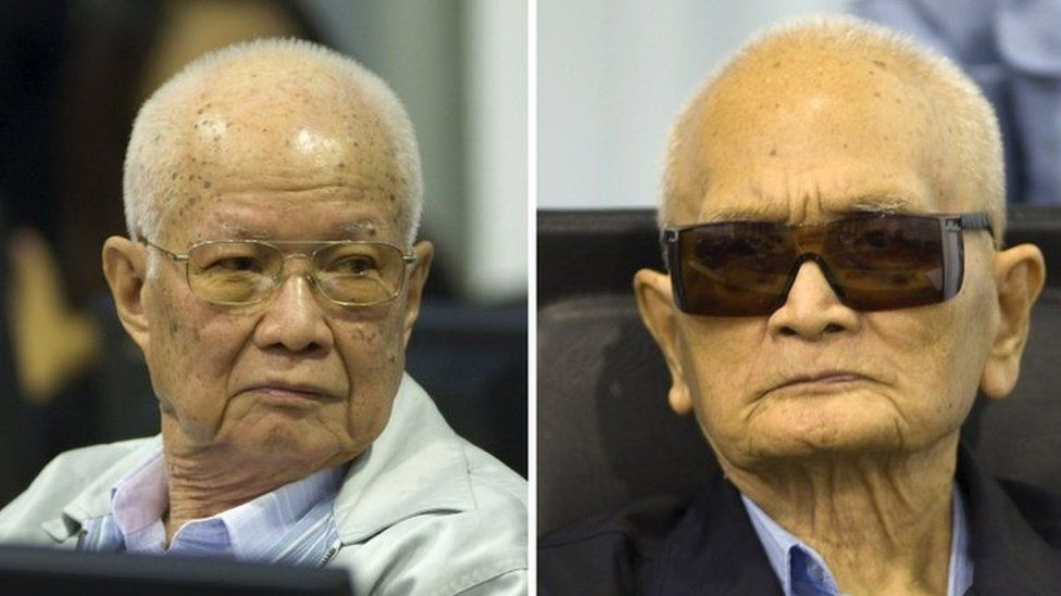 Khieu Samphan (L) and Nuon Chea (R) at the trial in Phnom Penh on 7 August 2014