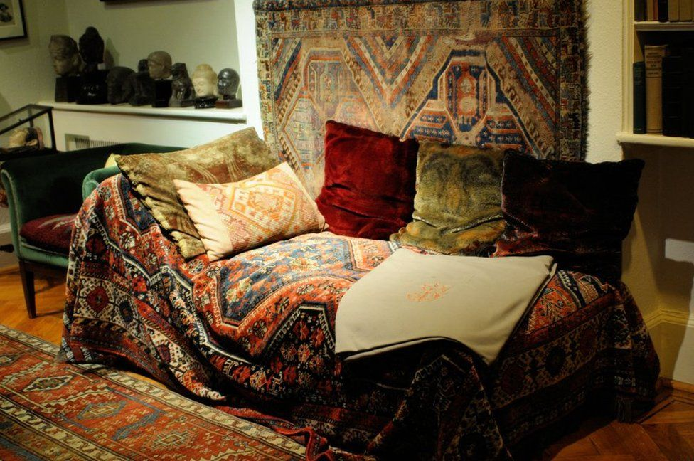 The famous couch in the Freud's Museum in London