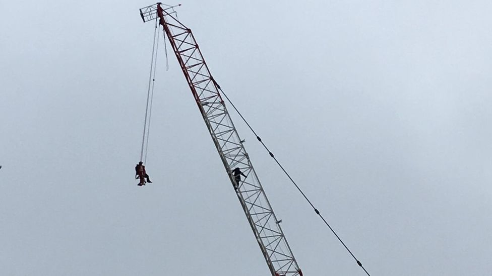 Rescuers save woman stranded on Toronto crane