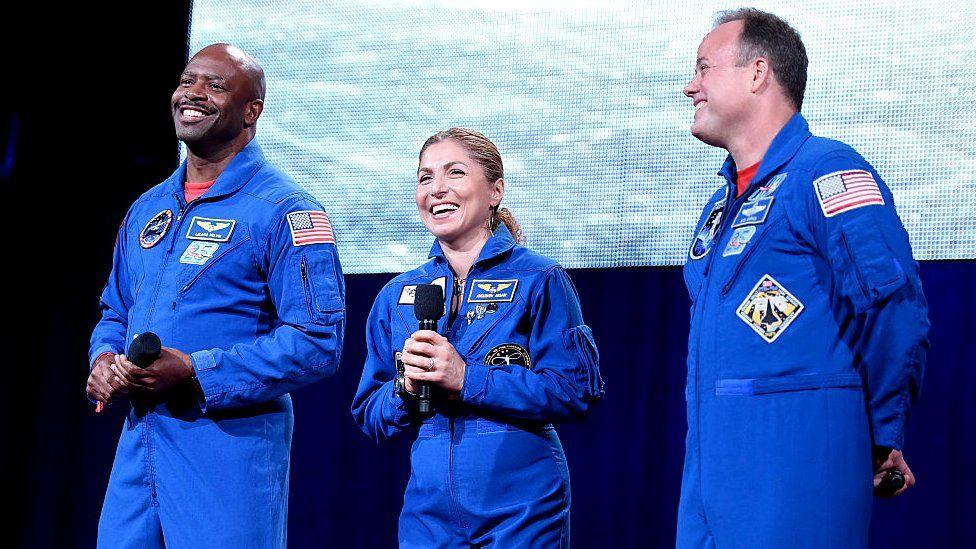 Рон Гаран (на снимке справа), космический турист Ануше Ансари и другой астронавт НАСА Леланд Мелвин на благотворительном фестивале Global Citizen (Нью-Йорк, 22 сентября 2016 года)