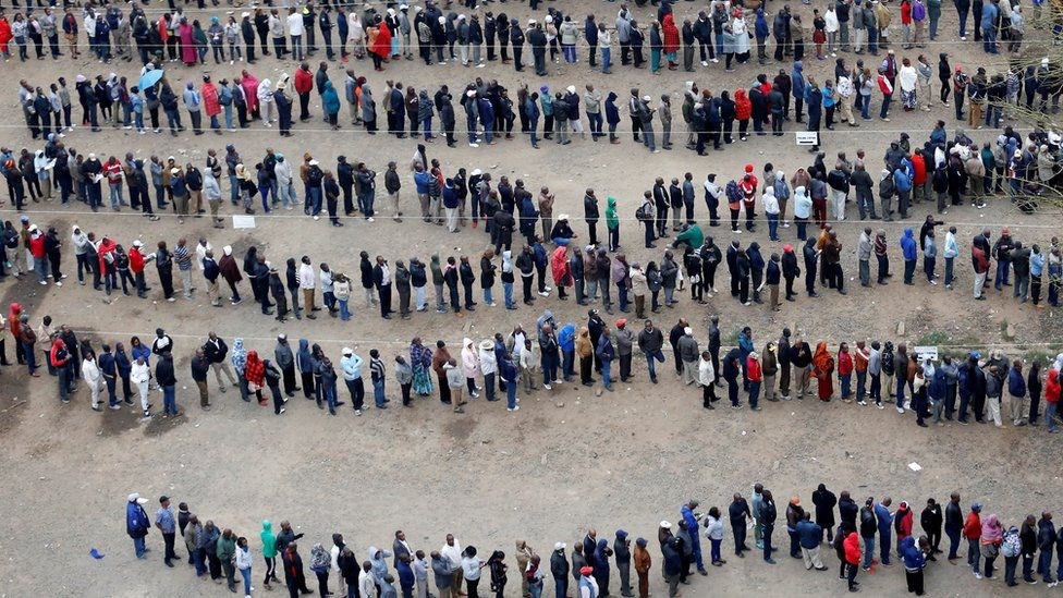 Queue outside polling station in Nairobi city centre