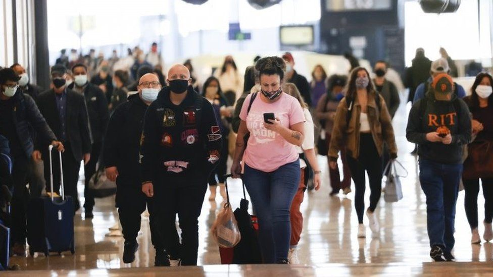 Passengers at San Francisco airport. Photo: 25 November 2020
