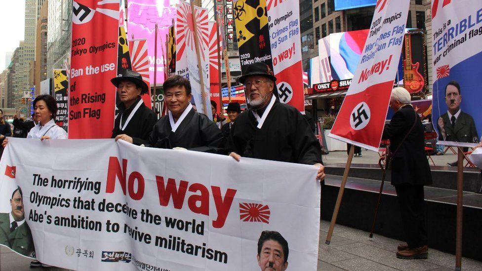 South Koreans protesting against the rising sun flag