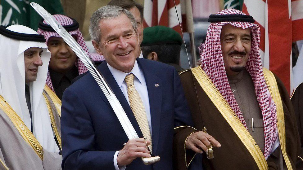 US President George W Bush and Prince Salman bin Abdulaziz in Riyadh (15 January 2008)