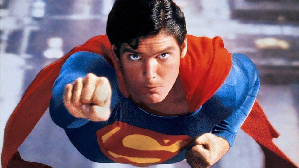 Pwy sy'n hoff o'i drôns Superman?