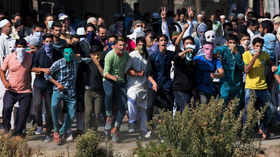 Kashmiri Muslim protesters shout slogans in support of Pakistan during a protest after funeral prayers in absentia for Pakistani soldiers killed in cross border firing, in Srinagar, Indian controlled Kashmir, Friday, Sept. 30, 2016