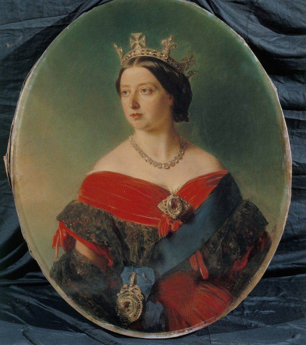 Queen Victoria wearing a brooch set with the Koh-i-Noor