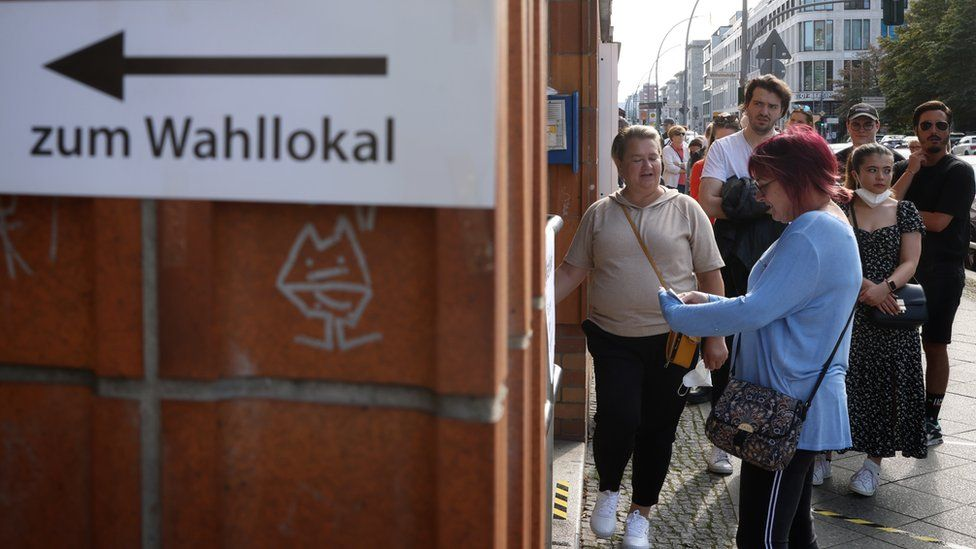 People waits outside a polling station to vote in the German general elections in Berlin, Germany, 26 September 2021