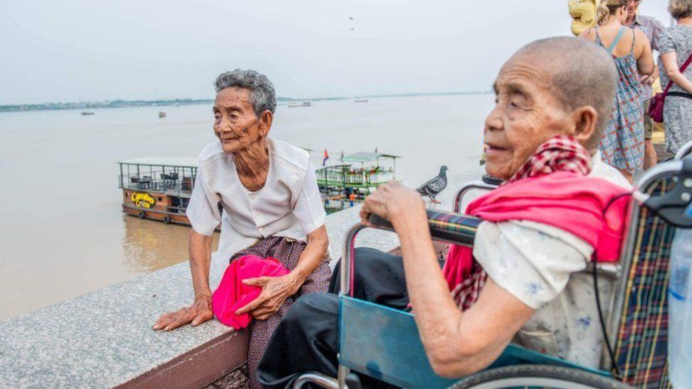 Bun Chea, left, and Bun Sen overlook the Tonle Sap river in Phnom Penh
