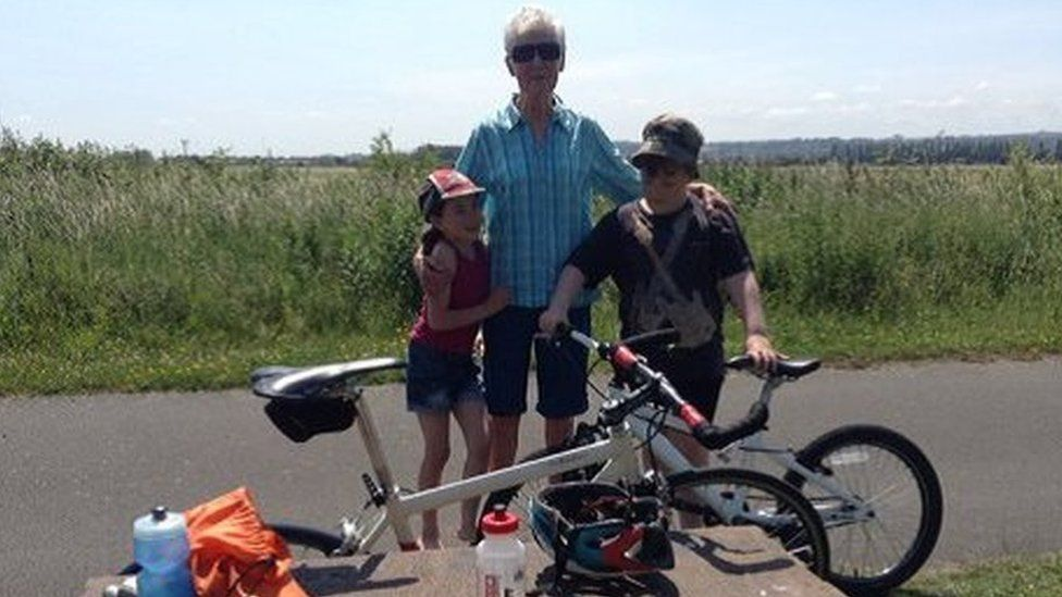 Chris Boardman tweeted a picture alongside a tribute to his mother Carol (centre) last year