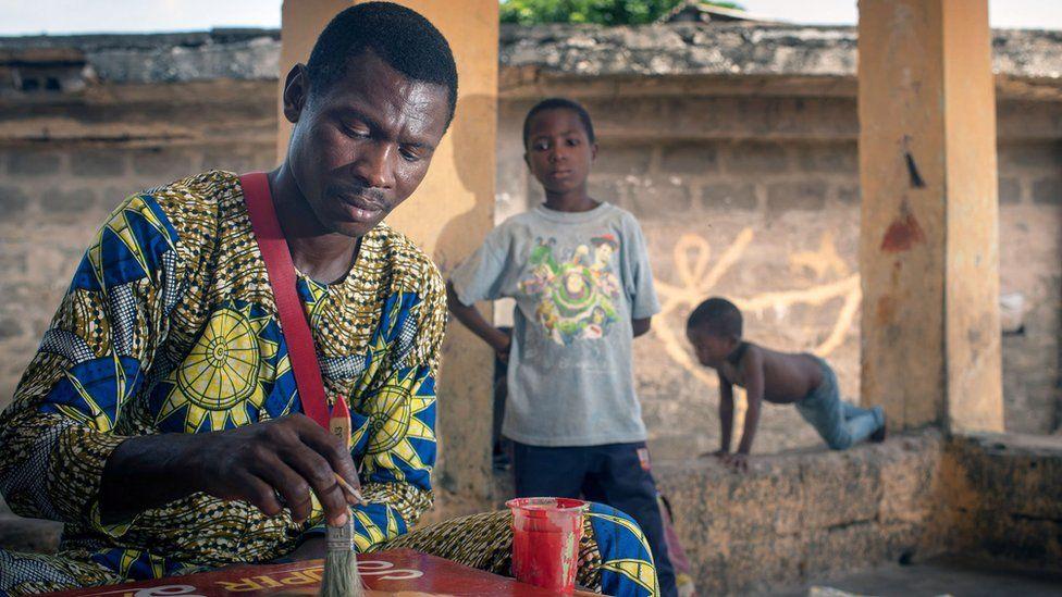 از روحانی تا مرکل: نقاش گمنام آفریقایی چگونه به فنلاند رفت؟