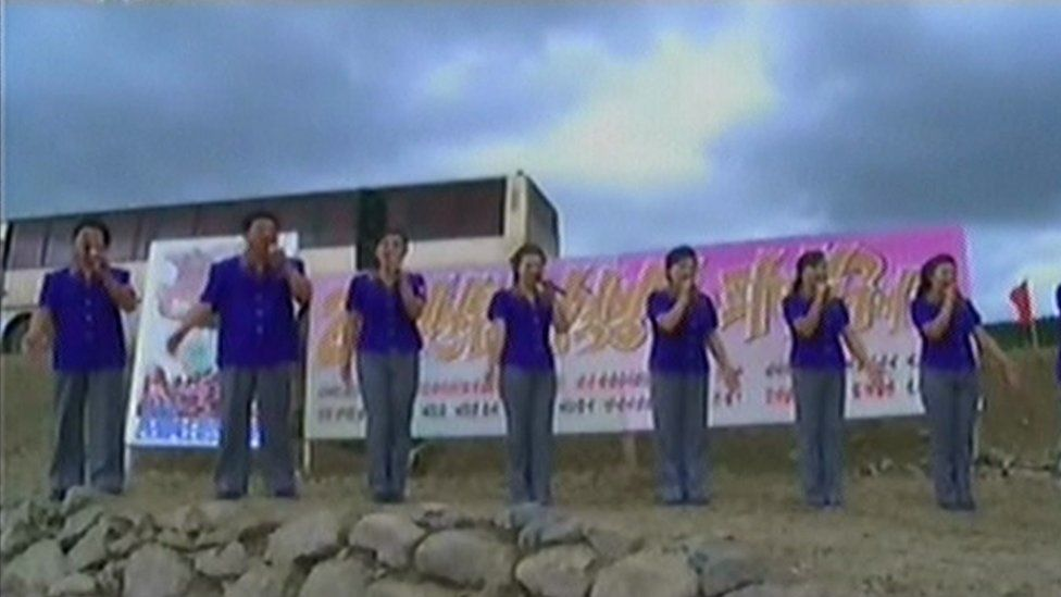 A band of singers sent to encourage the labourers