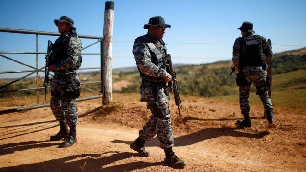 Police officers participate in manhunt for suspected serial killer Lazaro Barbosa de Sousa in Cocalzinho de Goias, Goias state, Brazil June 22, 2021.