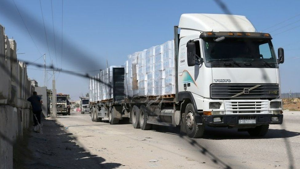 A lorry carrying goods passes through the reopened Kerem Shalom crossing in Rafah, in the southern Gaza Strip (25 May 2021)