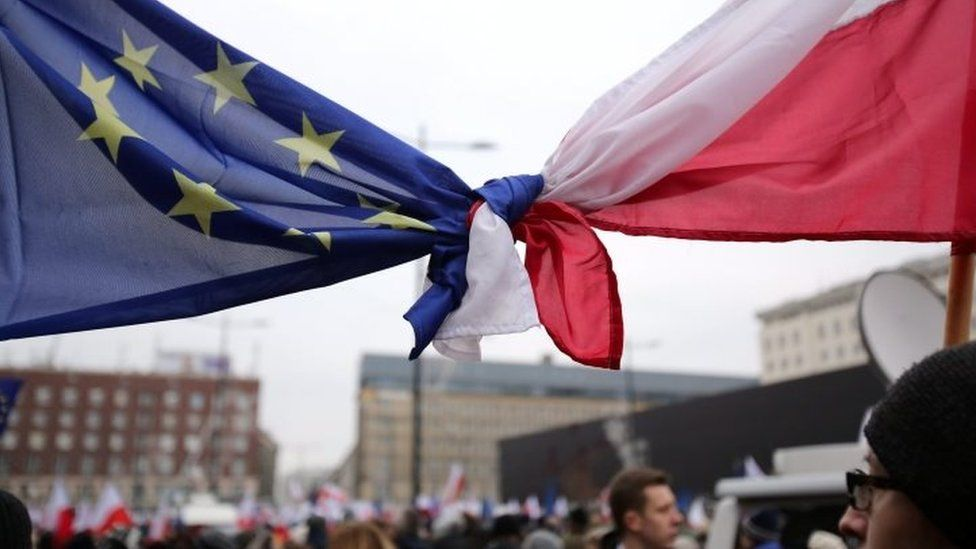 A demonstration in front of the Polish Television TVP building in Warsaw (09 January 2016)