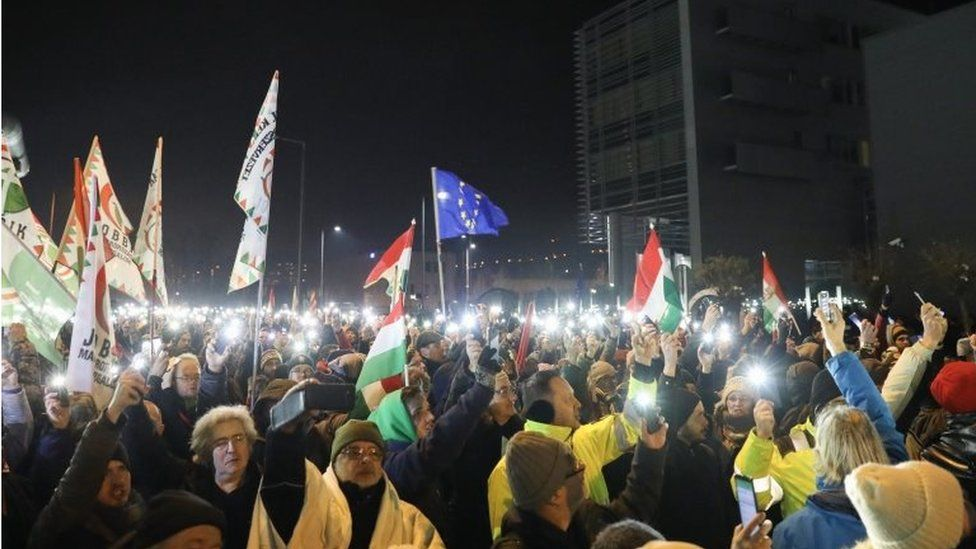 Protesters during the rally held against the government in front of the headquarters of the public broadcaster MTVA in Budapest, Hungary (17 December 2018)