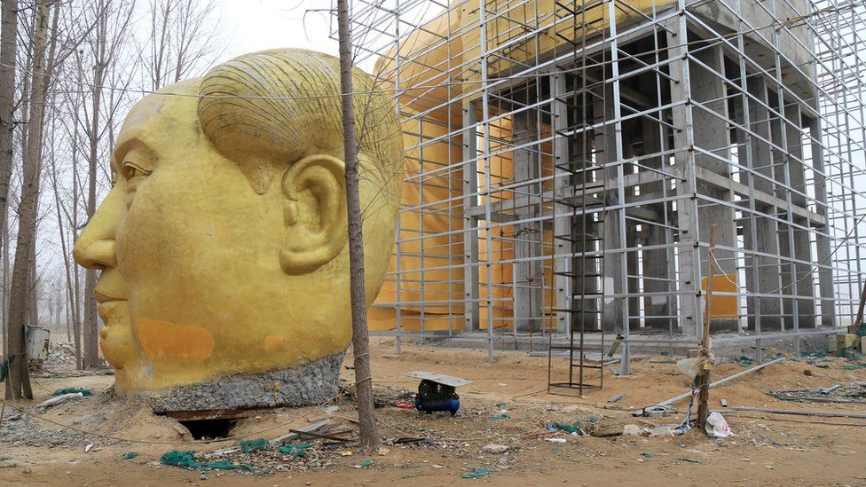 A spare Mao head for the statue