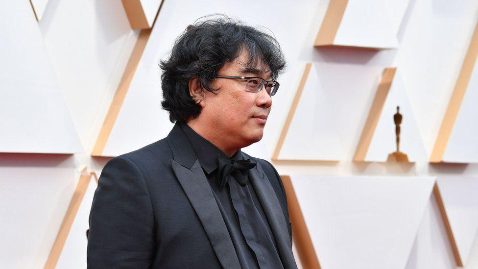 Parazit filmiyle bu yıl çok sayıda ödül alan ve Pazar gecesi düzenlenen Oscar töreninde de en iyi yönetmen kategorisinde aday olan Güney Koreli yönetmen Bong Joon-ho