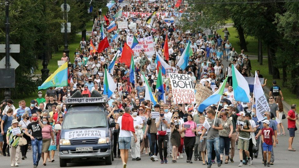 Crowds holding flags and signs demonstrate against the arrest of Sergei Furgal, 22 August 2020