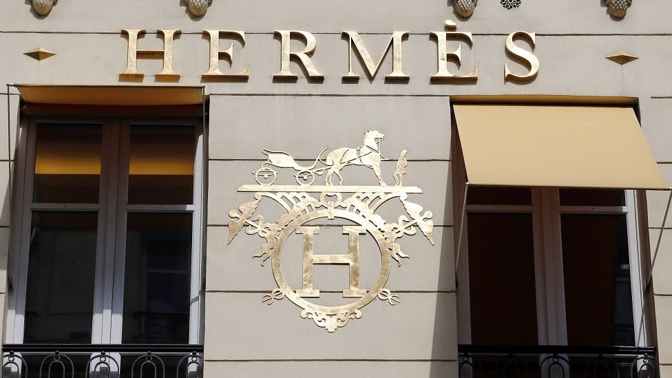 Hermes logo on shop front