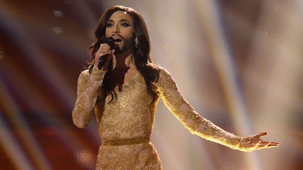 Avusturya'nın sakallı drag yarışmacısı Conchita Wurst 2014'te Danimarka'daki yarışmayı Rise Like A Phoneix şarkısıyla kazandı.