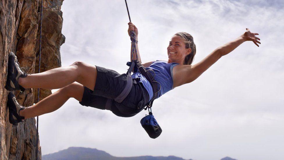 Зарядка для ума: как спуститься с горы на короткой веревке