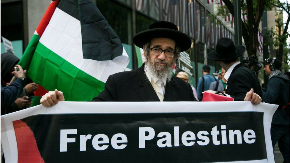 An orthodox Jew at a pro-Palestinian protest