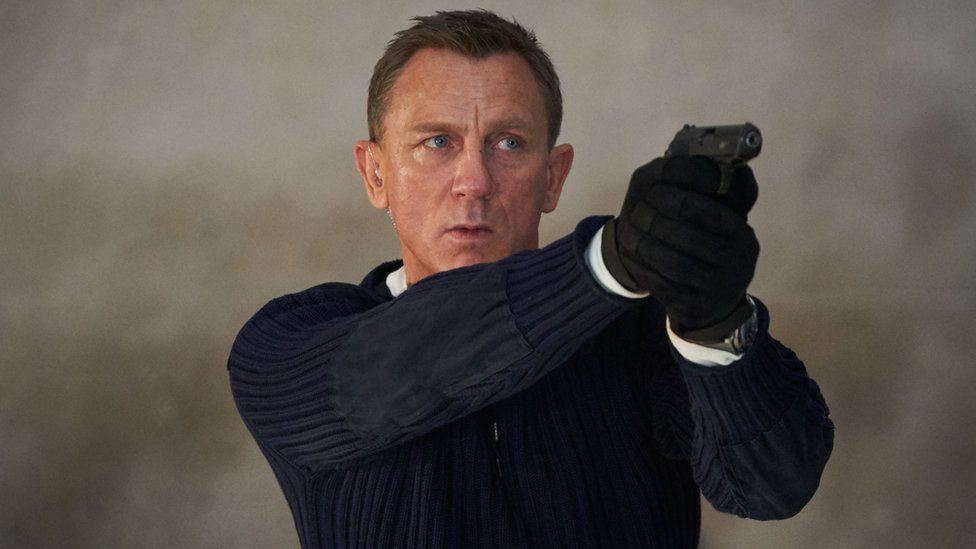 No Time To Die: Daniel Craig's final Bond film gets five-star reviews - BBC News