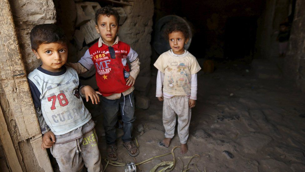 Children stand in the home in Yemen's capital, Sanaa (11 April 2016)