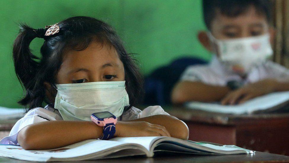 Virus corona: Sekolah, universitas meniadakan kelas, pemerintah ...