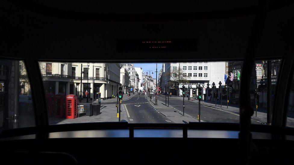 лондонская улица со второго этажа автобуса