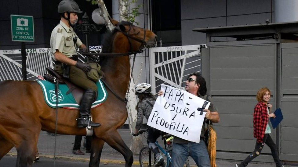 An anti-Pope protester is confronted by mounted police in Santiago, Chile. Photo: 15 January 2018