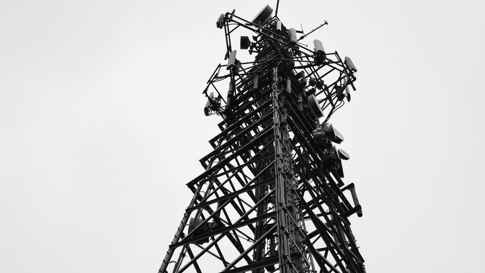 Mast y Wenallt // Communications mast, Rhiwbina