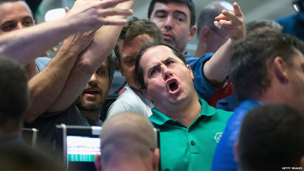 Traders signal offers in the Standard & Poor's 500 stock index options pit at the Chicago Board Options Exchange (CBOE) in Chicago, Illinois (24 Aug 2015)