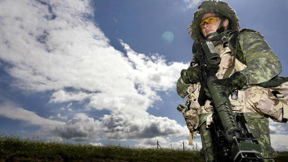 Canadian female soldier (July 2007)