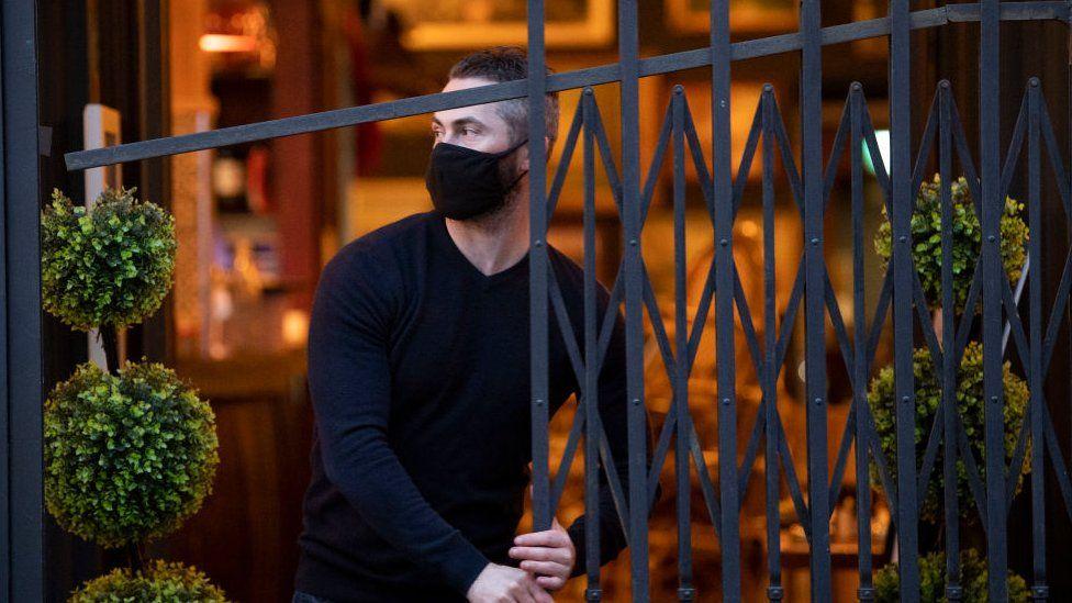 Man shuts up bar