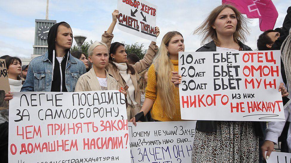 В Санкт-Петербурге сотни людей вышли на митинг в поддержку сестер ...