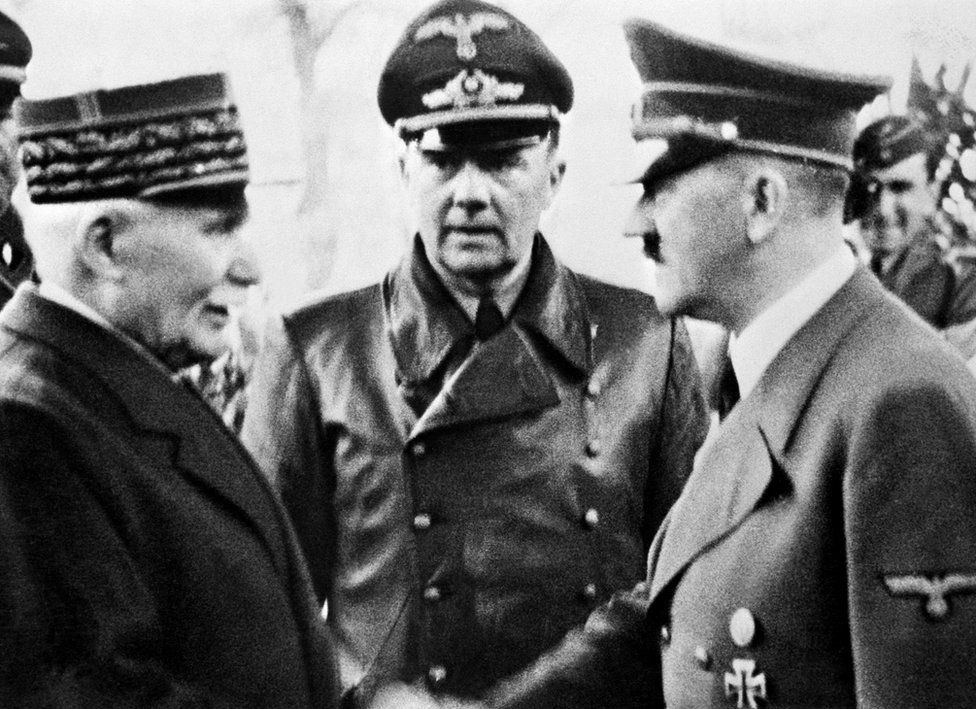 Pétain (left) shakes hands with Adolf Hitler (right). Photo: October 1940