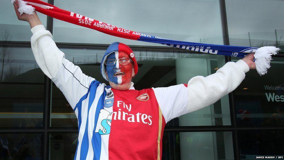 Fan waving scarf in the air
