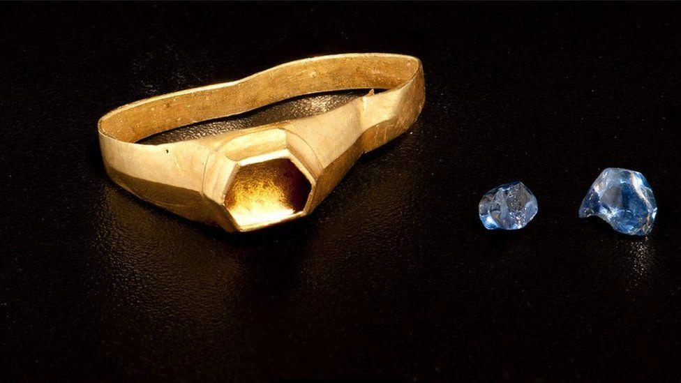 Medieval golden ring found in Pembroke