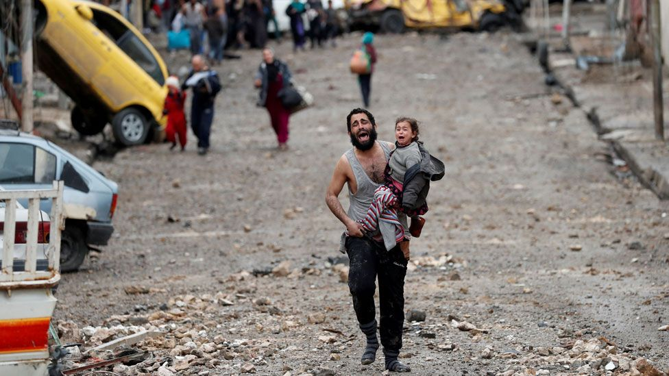 A father and child escape in the battle for Mosul
