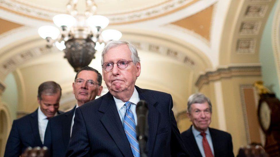 US senators agree to extend debt ceiling to avoid default thumbnail