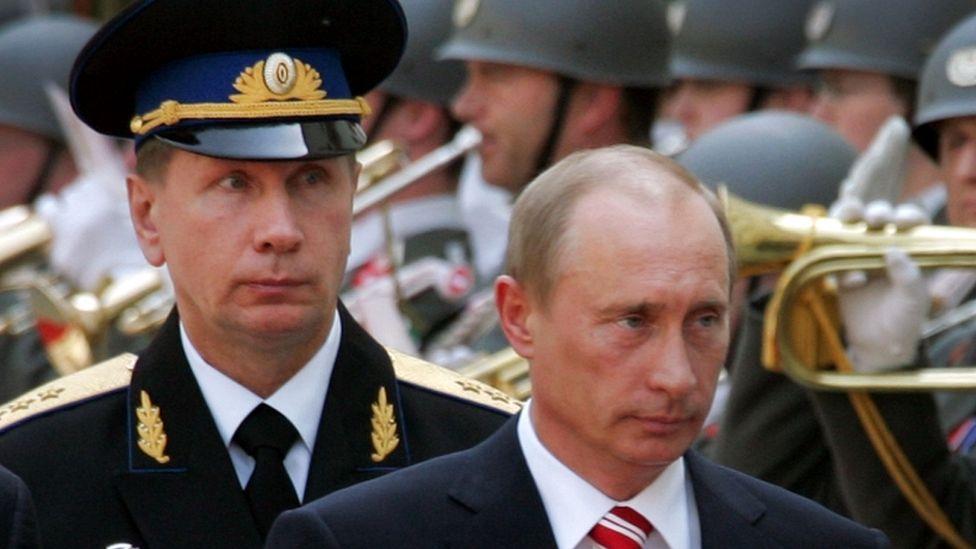 Archive photo of Viktor Zolotov and Vladimir Putin