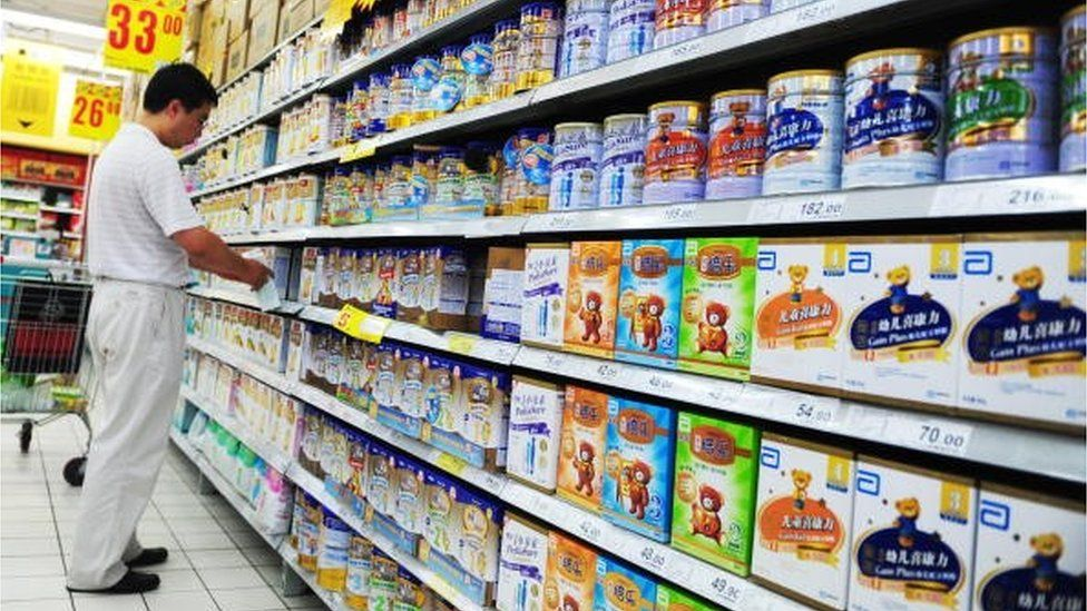 A Chinese man selects milk powder at a supermarket in Beijing on July 9, 2010. Chinese authorities have seized 76 tonnes of milk powder tainted with melamine, the same chemical responsible for the deaths of six babies two years ago, state media said.