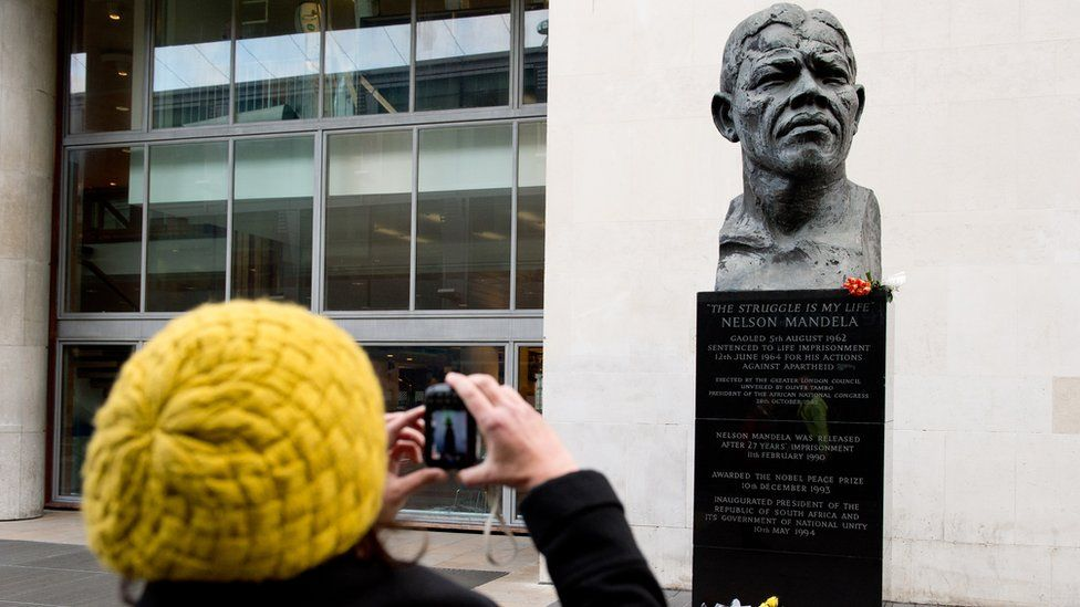 Bust of Nelson Mandela in London
