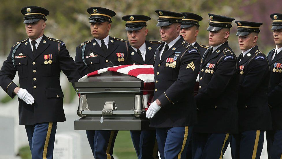 US soldiers move the casket of Korean War soldier US Army Sgt Wilson Meckley, Jr, during his graveside ceremony at Arlington National Cemetery in Washington. Photo: April 2016