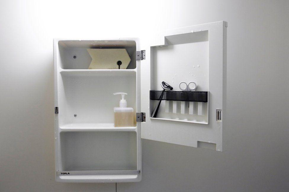 The bathroom cupboard of minimalist Fumio Sasaki