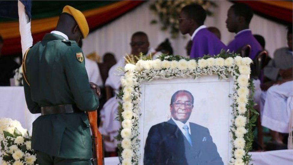 Mugabe enterré dans son village